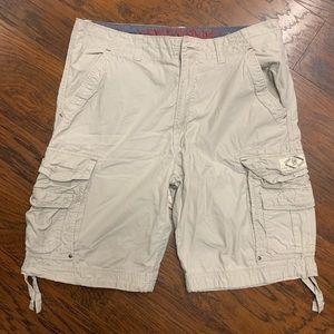 Men's Union Bay Cargo Style Shorts. Size 34